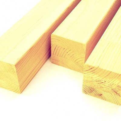 Столб сращенный (сосна) 1с, длина 2,40 м, размеры 90х90 мм для деревянных лестниц