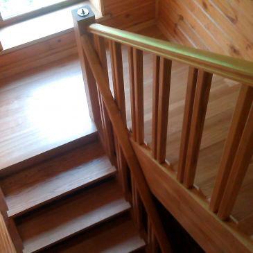 Акция! Купить деревянные цельноламельные ступени для лестниц от 140 грн. м.п.